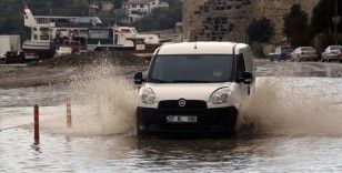 Sinop'ta sağanak heyelan ve su baskınlarına neden oldu