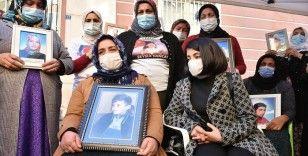 Diyarbakır'daki evlat nöbetine 9 yaşında dağa kaçırılan oğlu için katıldı
