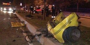 Makas atan otomobil önce ağaca çarptı sonra da takla atıp ikiye bölündü
