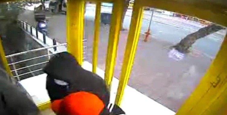 ATM'lere kart kopyalama aparatı yerleştirdiği iddiasıyla iki zanlı tutuklandı