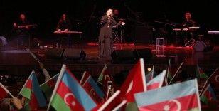 Azerbaycanlı sanatçı Azerin 'Çırpınırdı Karadeniz'i Karabağ'da seslendirmek istiyor