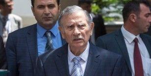 Eski başbakanlardan Yıldırım Akbulut hastaneye kaldırıldı