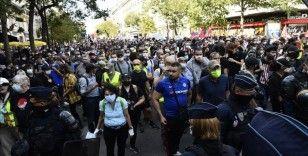 Fransa'ya damga vuran sarı yeleklilerin gösterileri ikinci yılına girdi