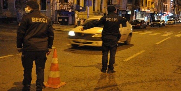 Kars'ta polis eksi 5 derece soğukta denetim yaptı