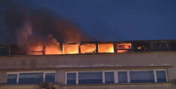 Şişli'de AVM'nin çatı katında restoran yangını