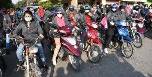 Pakistan'da motosikletçi kadınlardan konvoy