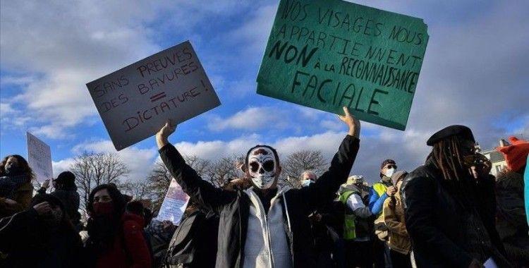 Fransa'da sarı yeleklilerle güvenlik yasa tasarısı karşıtlarının gösterilerinde olaylar çıktı