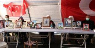 HDP önündeki acılı aileler, evlatlarına kavuşacakları günü bekliyor