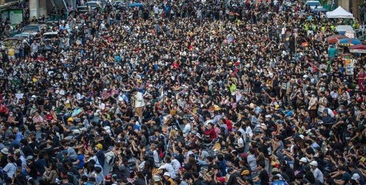 Tayland'daki hükümet karşıtı protestolara 'Kırmızı Gömlekliler'den destek