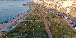 Kafe ve restoranlar kapandı, vatandaş sahile koştu