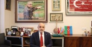 """Yalçın Topçu: """"Türk'ün bayrağı asla indirilemez"""""""