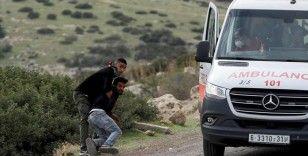 İsrail askerleri ambulansın içine girerek yaralı Filistinliyi almaya çalıştı