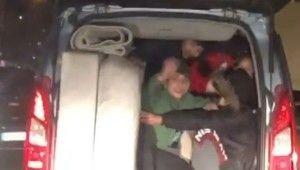Bursa'da bir aracın bagajına 5 kişi bindiler