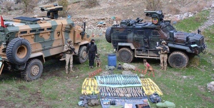 Hakkari'de çok sayıda silah ve mühimmat ele geçirildi