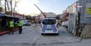 Metro şantiyesinde beton mikseri devrildi