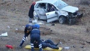 Erzurum'da otomobil şarampole devrildi
