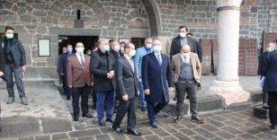 Vali Karaloğlu, Tarihi Meryem Ana Kilisesi'nde incelemelerde bulundu