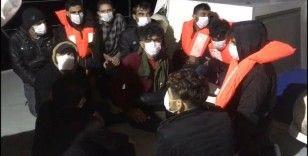 Mersin'de tekneleri su alan 19 düzensiz göçmen yakalandı