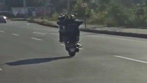 Motosiklet üzerinde tehlikeli hareketler