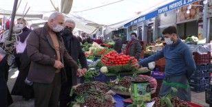 Ümraniye'de kent pazarında korona virüs denetimi