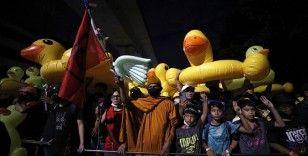 Tayland'da monarşi karşıtları yeniden sokaklarda