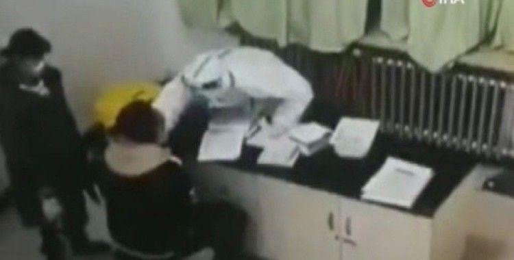 Covid testinde canı yanan hasta, hemşireye saldırdı