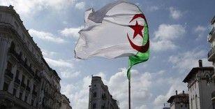 Cezayir hükümeti: Cezayir, Fransa'nın sözlü bombardımanına tutuluyor