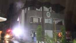 Kartepe'de otelin çatısında çıkan yangın paniğe neden oldu