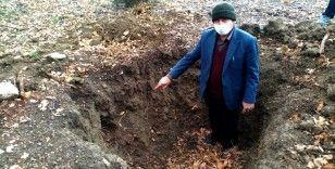 Define avcıları 150 yıllık mezarı talan etti
