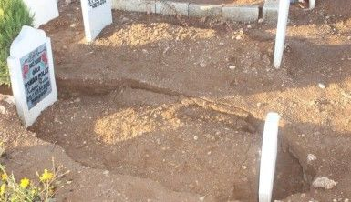 Adıyaman'da 6 mezar çöktü