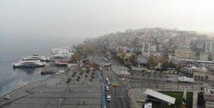 Sokak kısıtlaması sonrası sessizliğe bürünen Kadıköy ve Üsküdar Meydanı havadan görüntülendi