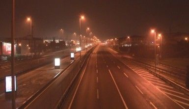 Kısıtlamanın ilk sabahında İstanbul'da birçok nokta boşaldı