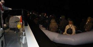 Balıkesir'de lastik botları arızalanan 34 sığınmacı kurtarıldı