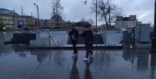 Yeni yılın ilk günü İstanbullular güne yağmurla uyandı