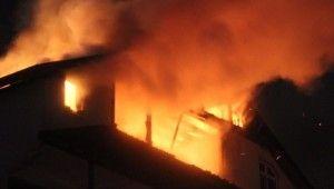 4 katlı bina alev alev yandı