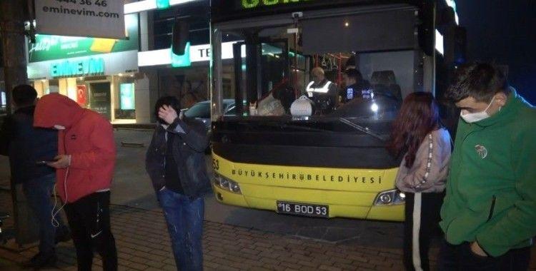 Kısıtlamayı delip minibüsle gezdiler, 'Uyuşturucu satmaya çıktık' dediler