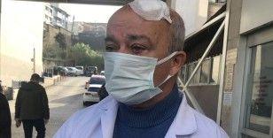 İzmir'de yakınına 'maske' uyarısında bulunan doktoru darbettiği öne sürülen kişi gözaltına alındı