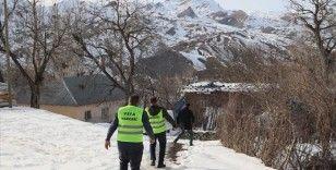 Vefa ekipleri yeni yılda da ihtiyaç sahiplerinin yardımına koşuyor