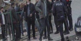 Boş sokakta yol kavgası ettiler, polis havaya ateş açarak ayırabildi