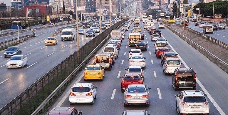 İstanbul'da hafta kısıtlama sonrası hareketli başladı