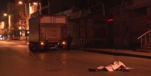 Ümraniye'de kuryeli motosiklet ile kamyonet çarpıştı; 1 ölü