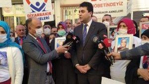 Demokrat Parti Genel Başkanı Gültekin Uysal'dan evlat nöbetindeki ailelere ziyaret