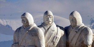 Kars'ta kardan şehit heykellerinin yapımına başlandı