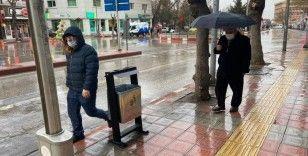 Afyonkarahisar yağmurlu bir havaya uyandı