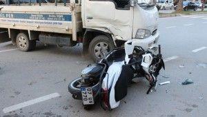 Kısıtlama saatinde ehliyetsiz kullandığı motosikletle hastanelik oldu