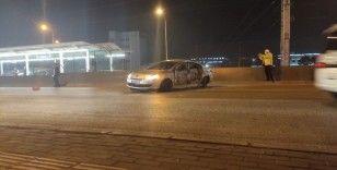 Bursa'da makas atan otomobil metro istasyonuna çarptı