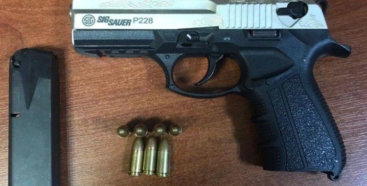 Tekirdağ'da 12 yaşındaki çocuğun üzerinden tabanca çıktı