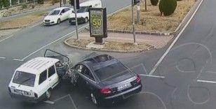 Emniyet kemeri takmayın kadın, otomobilden böyle fırladı