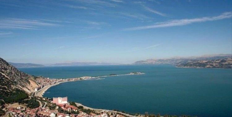 Eğirdir ve Gölcük Krater Gölü ile Alata Sahili kesin korunacak hassas alan ilan edildi