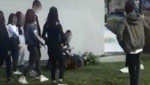 Bursa'da kızların sevgili kavgası kameralara yansıdı